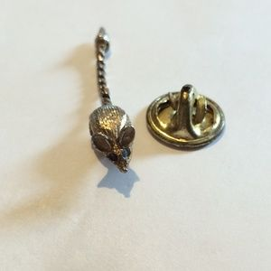 Adorable tiny vintage mouse pin